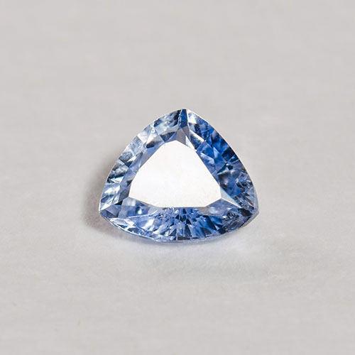 Saphir triangle bleu non chauffé